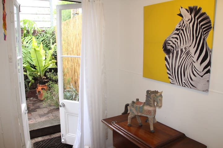 Garden Studio in trendy Inner West. - St Peters - Appartement