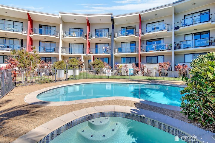 SEAVIEW APARTMENT ONLY A STROLL TO YEPPOON CBD