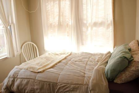 Room for rent near UT/Hyde Park - Austin - House