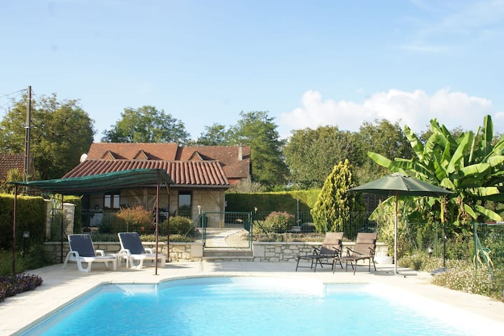 Beautiful holiday home with fine private swimming pool in the cultural surroundings of Cahors