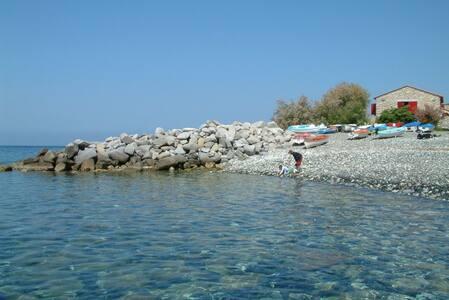 Pieds dans l'eau - Pomonte
