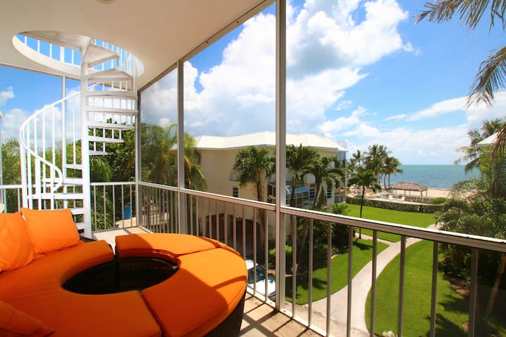 Lazy Daze Beach House - Modern 5 Star Oceanfront