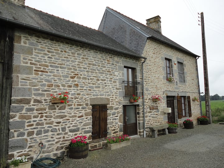 Les Chenes large farmhouse in peaceful location