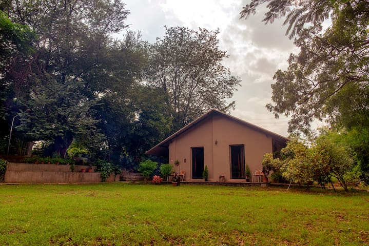 Experience Gracious Hospitality At Garden Cottage