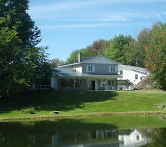 Large Country Home / Hot tub near Jay Peak SkI - Troy