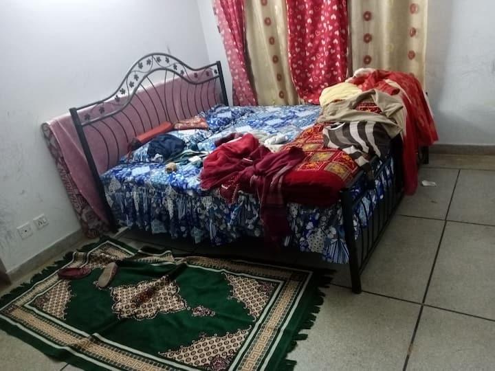 prefer female Guest , as the room inside de family