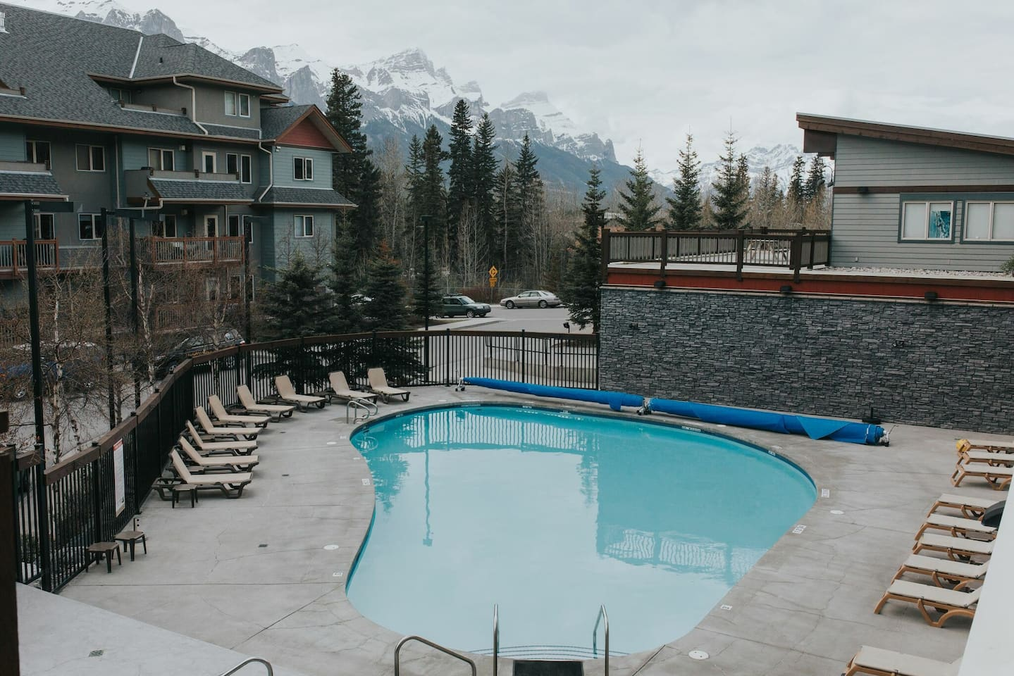 Lodges Retreat - Apartments for Rent in Canmore, Alberta, Canada