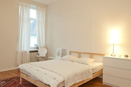 Spacious private room with balcony @Murgenthal SBB - Murgenthal
