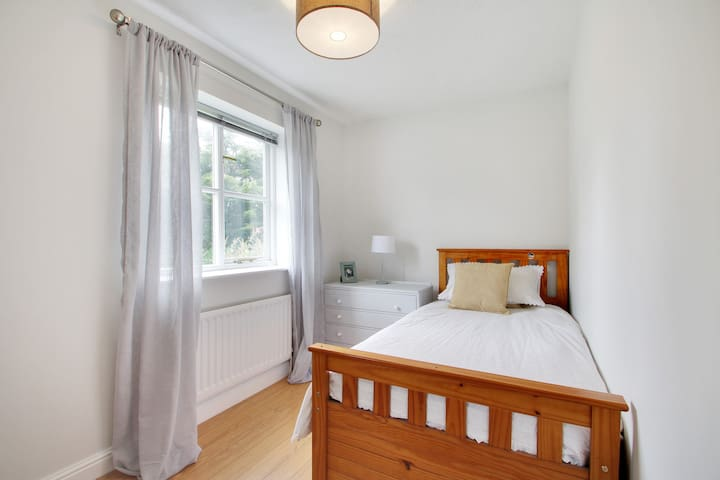 Single bedroom in family house in Cranbrook