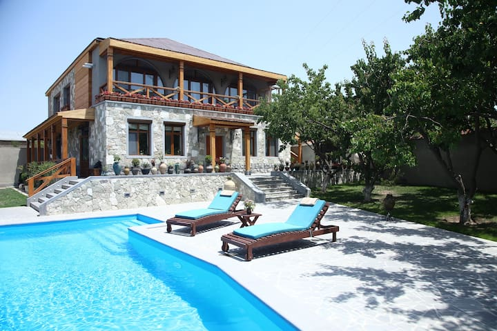 Yerkir eco house