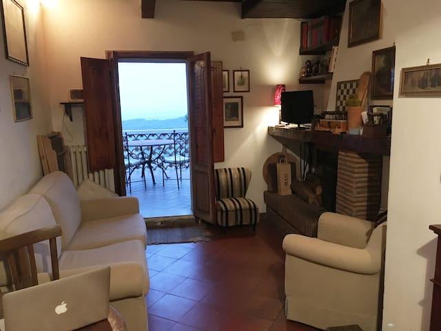 Vicolo delle Mura, ancient home with a view