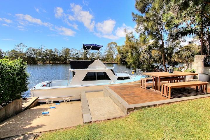Dora Creek Waterfront Cottage - Full House