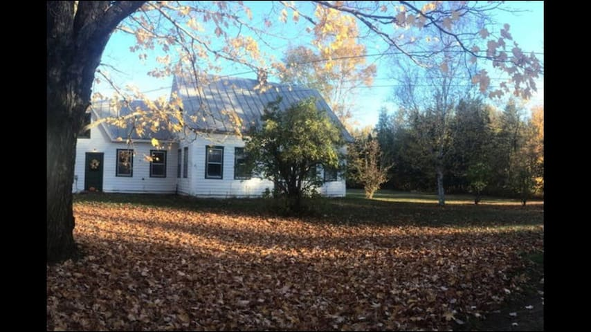 3 acre Farmhouse; Sugarloaf, Wifi - Kingfield - Casa