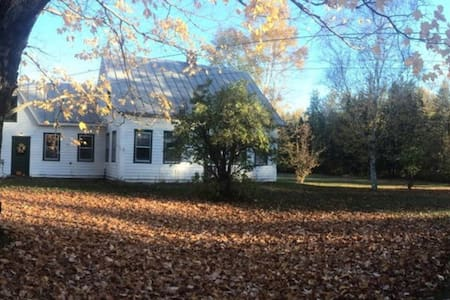 3 acre Farmhouse; Sugarloaf, Wifi - Kingfield