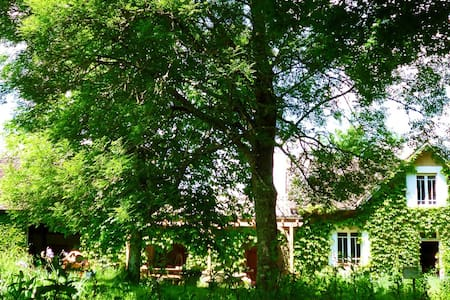Family room for 4  by the lake - Saint-Géraud-de-Corps - Bed & Breakfast