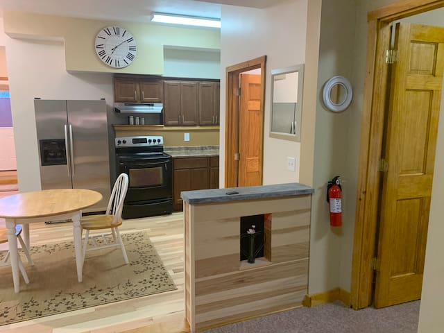 Spacious Updated Cozy Private Fully eqp 1 BR Apt