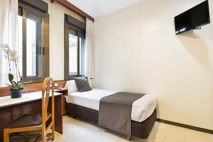 Single Room next to the Ramblas of Barcelona