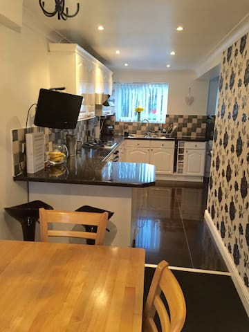 Clean & friendly house with parking - Canterbury - House