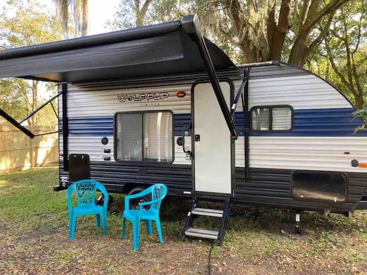 Comfortable beutiful RV Camper to relax