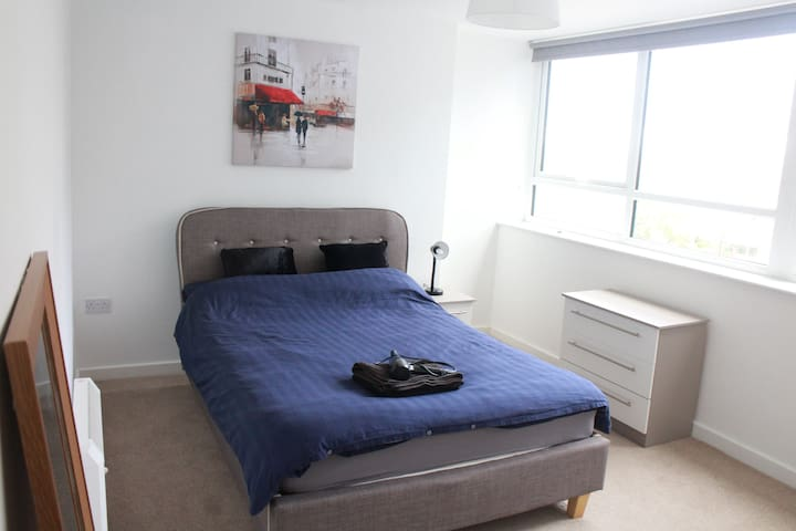 New Cosy Flat: Centre and Old Trafford
