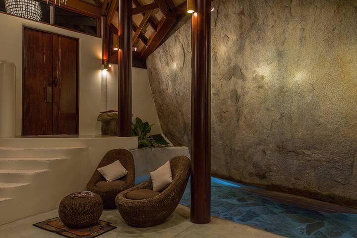 Indoor Waterfall Villa 2 Bdrs & Dazzling Seaview