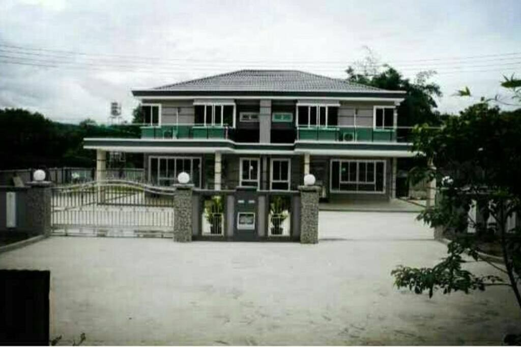 2 Semi-D at Inanam Large Space for Carpark, suitable for Wedding & some healthy Gathering & Events