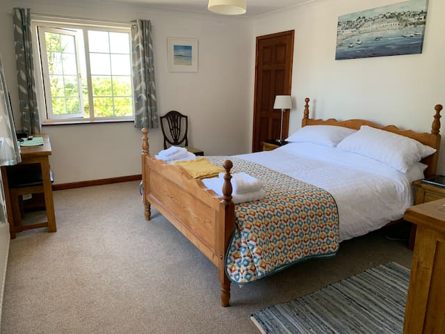 Cornish Home From Home - King size ensuite room