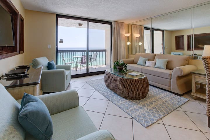 Premium Cleaned | 9th Floor Charming Condo, Splash pad & multiple pools on-site, Gulf-front