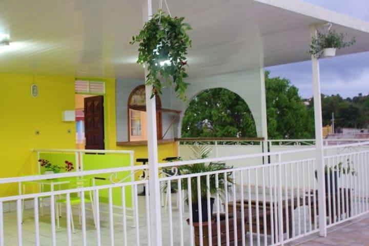 Bonito apt con terraza & Wifi