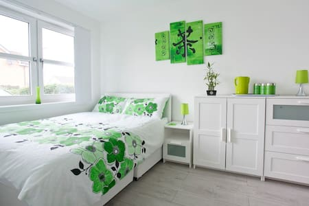 Newly build room with en suite bathroom - Edinburgh