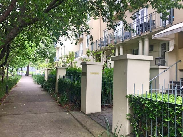 Tranquil Location - East Melbourne