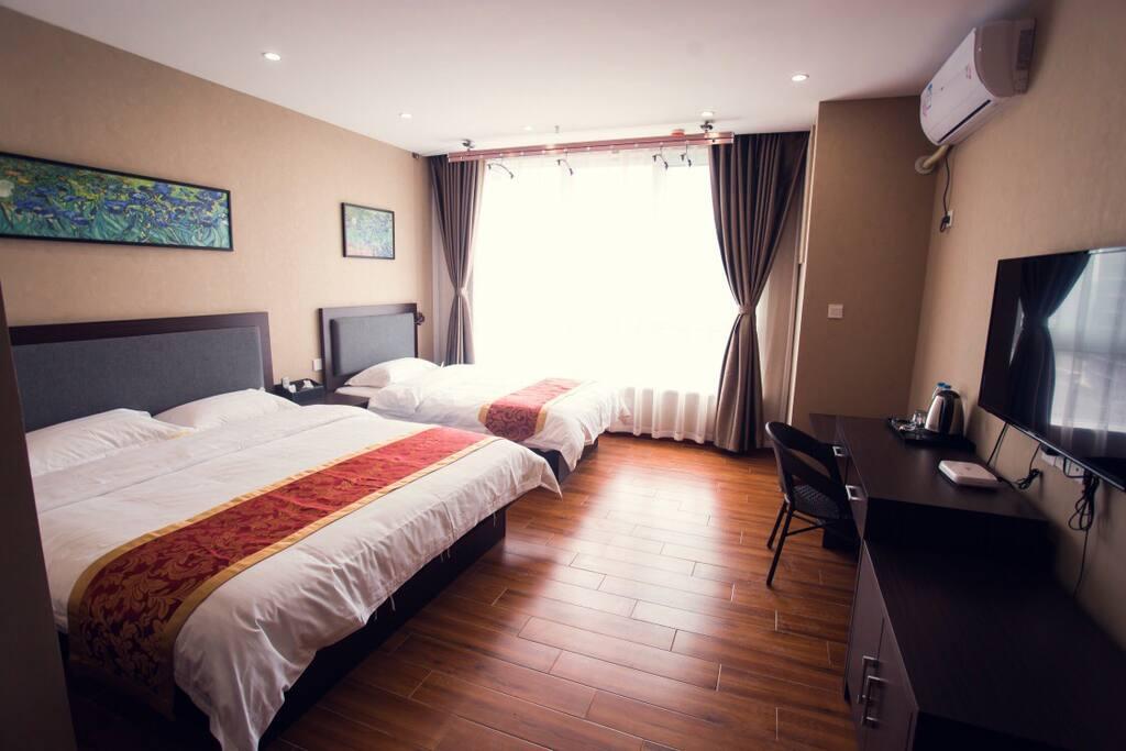 家庭房大床1.8x两米小床1.2x两米