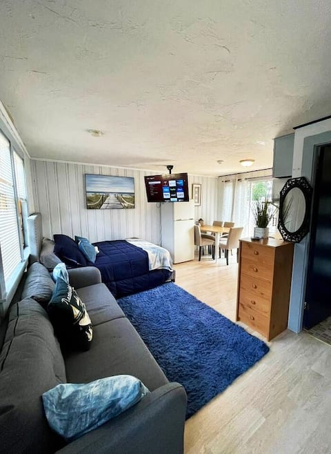 Blue Room @ PollyFisk! Perfect location! Beaches!