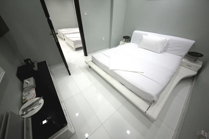 Hot Deal - PVT Hotel Room - Metro Connected