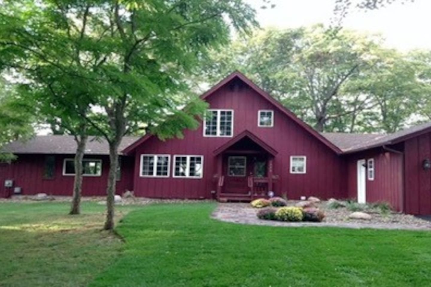 LAKE HOME Enjoy the best that Prior Lake has to offer in this beautifully remodeled home nestled on a heavily wooded home site with stunning views of lower Prior Lake. It offers architecturally designed features with remodeled modern amenities. This home features 4 bedrooms and 3 baths. It has a full kitchen, dining room, large family room and master suite on the main level. The upstairs has a bedroom and private bath. Pets are ok upon owner's discretion and with a pet deposit. Sand beach with boat dock