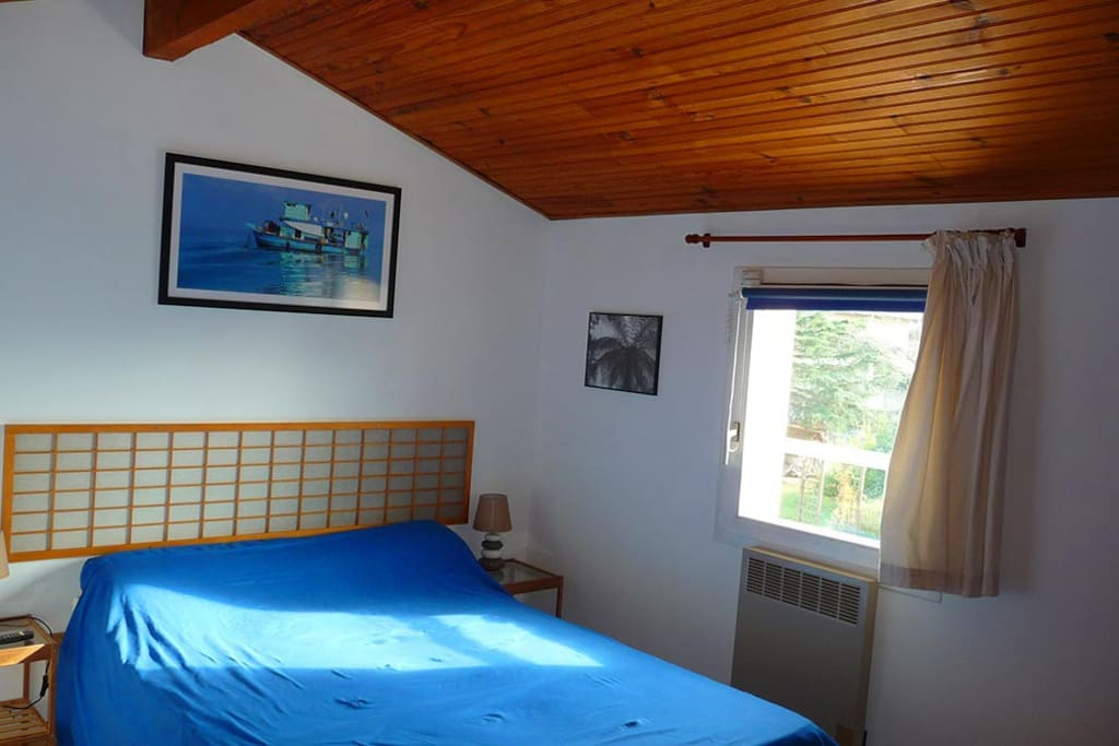 chambre et s jour dans maison calme chambres d 39 h tes louer toulouse midi pyr n es france. Black Bedroom Furniture Sets. Home Design Ideas