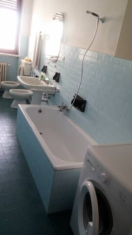 bagno con vasca-doccia