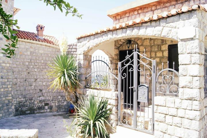 Unique beach house Rafailovici
