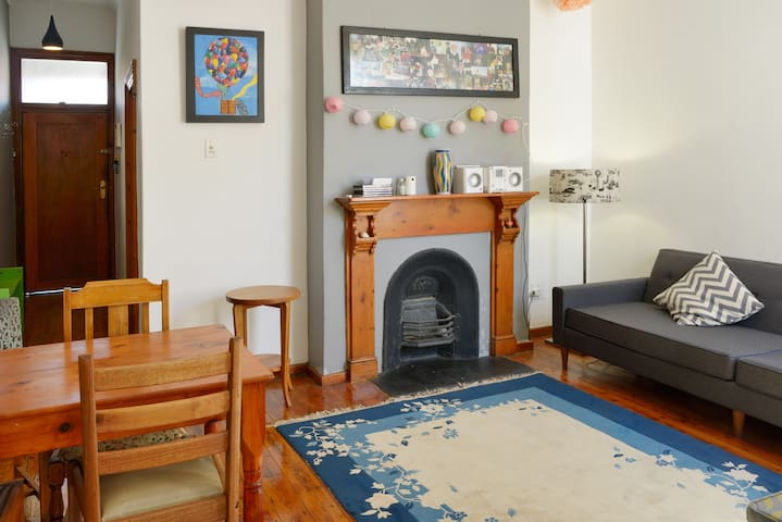 Spacious and cozy 2 Bedroom House close to centre