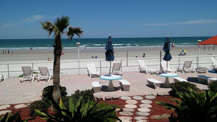Daytona Ocean Front - First Floor - Daytona Beach - Apartment