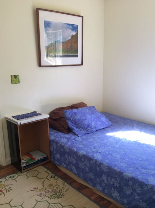 Mea Hiamoe: Private Room rent daily or monthly. Bedding, towels and amenities provided. Inquire on bedding choices.