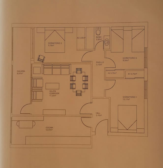 Plano de distribución del piso de 90 metros cuadrados útiles