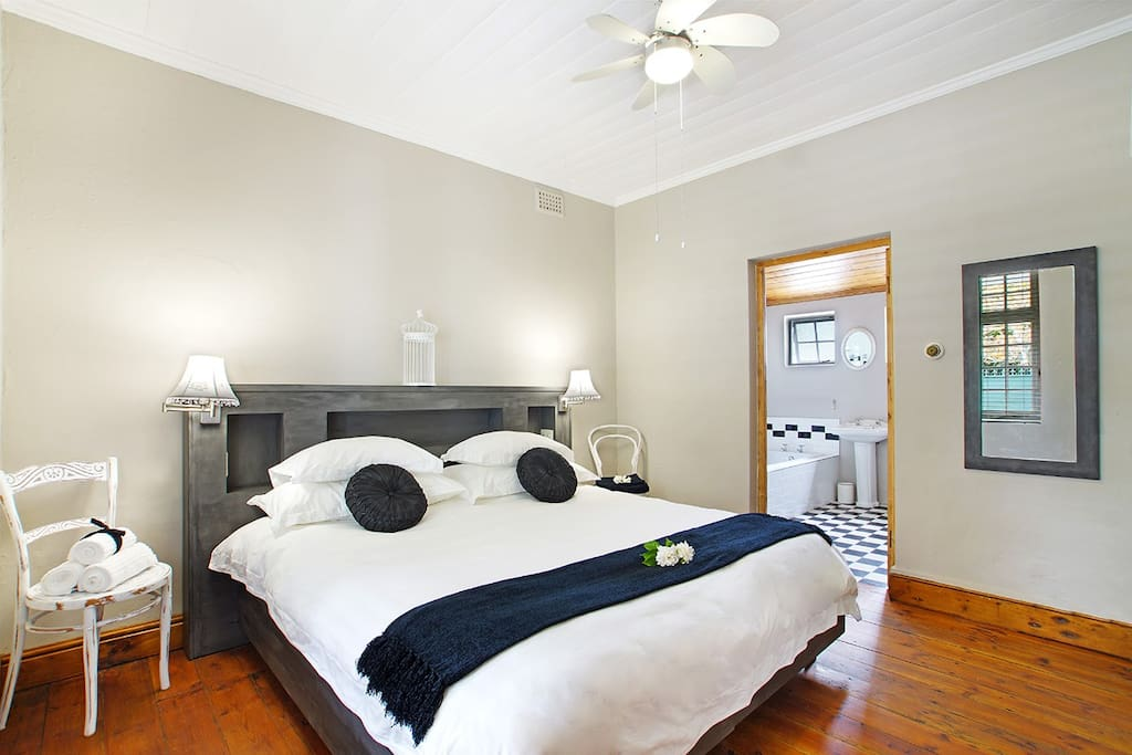 singles in clarkia Clarkia cottage can sleep 4 guests in two bedrooms it is free standing, self-catering, and has secure parking for one sedan car next to the cottage two spacious double bedrooms have superior quality beds, either single or king-size.