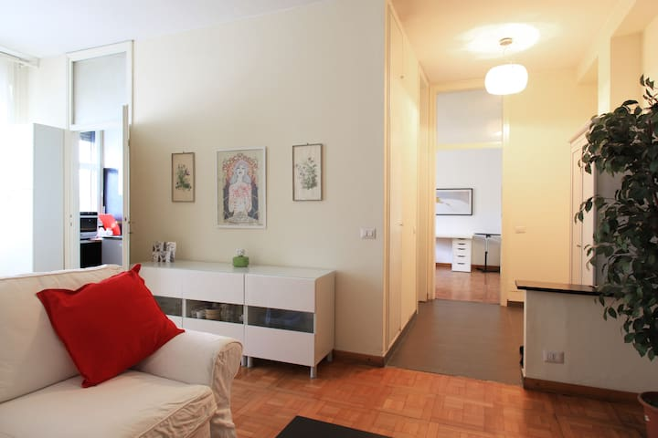 HISTORICAL CENTRE AT BUDGET PRICE - Milano - Apartment