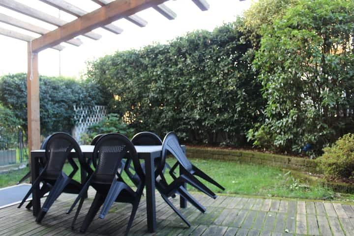 Bilocale Romantico con tenero giardino privato!