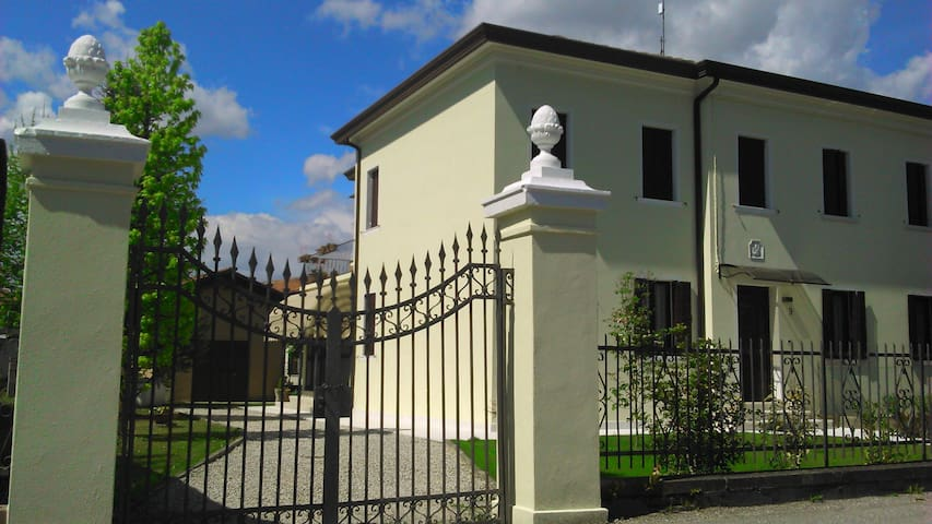 Mirafiore country house and golf 15 km from Venice - Mira - House