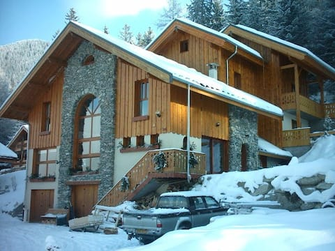 Chalet only 400m from cablecar ski back poss : 50m