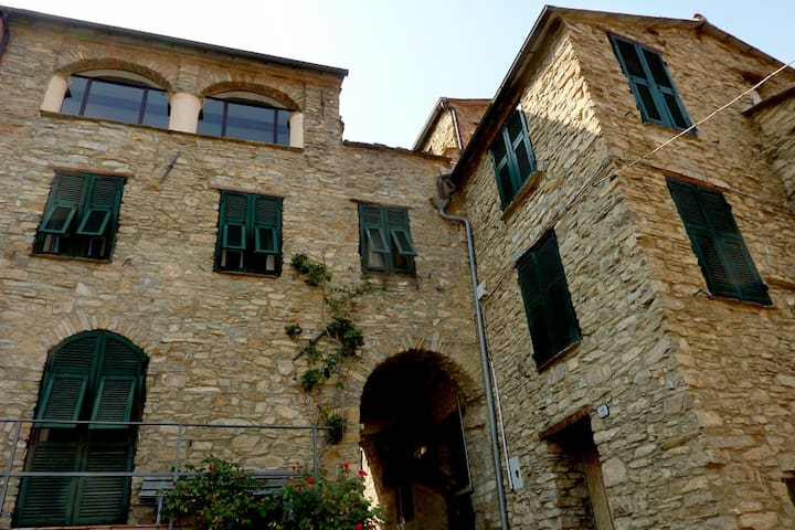 Historic Stone House with Terraces - Ville San Sebastiano - Hus
