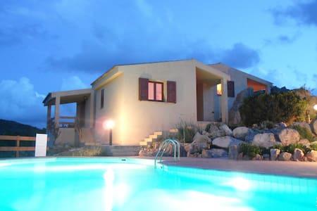 Lovely villa with swimming pool amazing landscape! - Trinità d'Agultu e Vignola - 独立屋