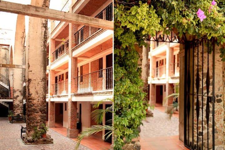 Pequeñashabitaciones privadas en HACIENDA CASTILLO